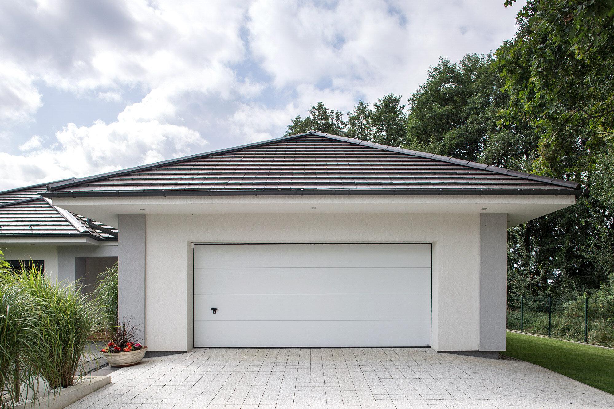 Brama garażowa segmentowa iso 45 Lakierowana biała woodgrain bez przetłoczeń NOVOFERM